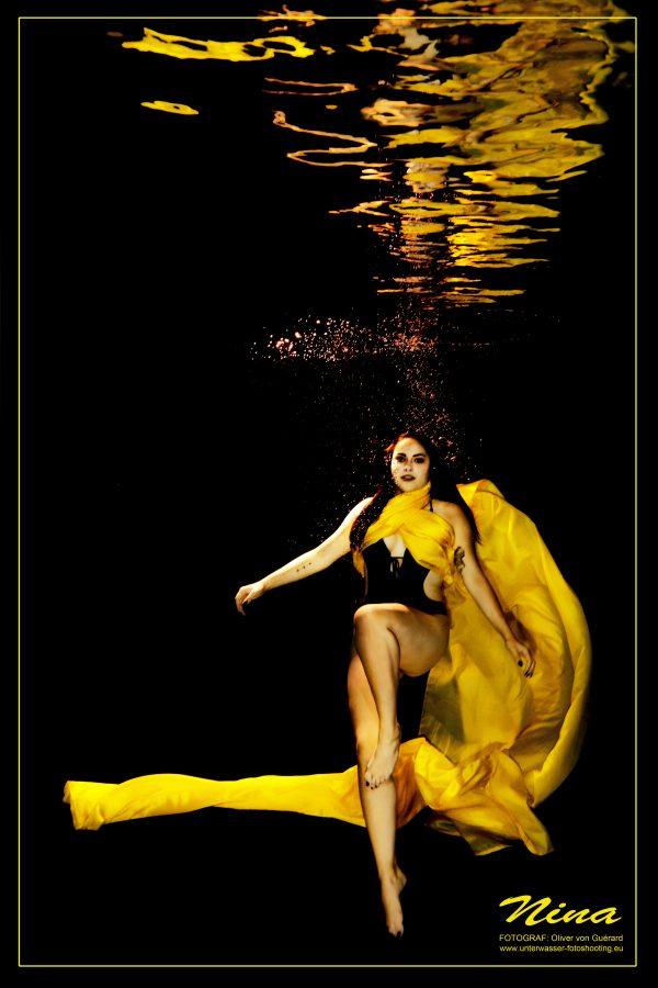Model Unterwasser-Shooting