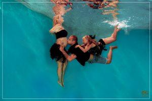 Babybauch Unterwasser Shooting